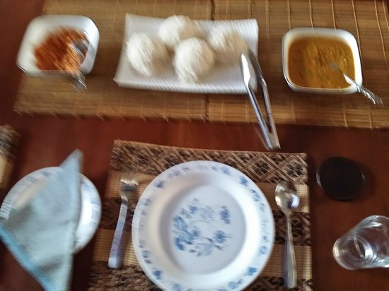 Bangalawa: Rice Hoppers & Lentil Curry Breakfast