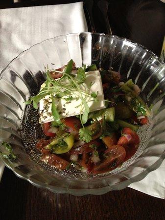 Adora: Salat