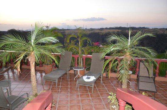 Casa Bella Rita Boutique Bed & Breakfast: Sunset view towards balcony