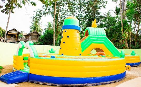 Coco Splash Adventure & WaterPark: INFLATABLE COURSE