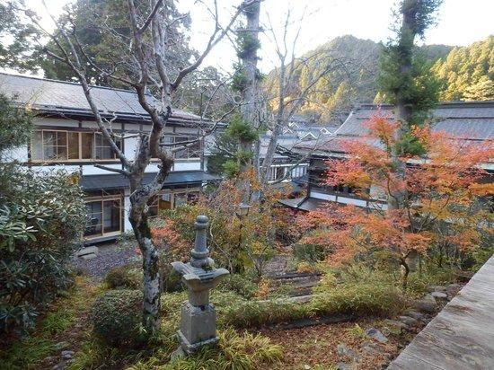 Mount Koyasan : 宿坊の庭園