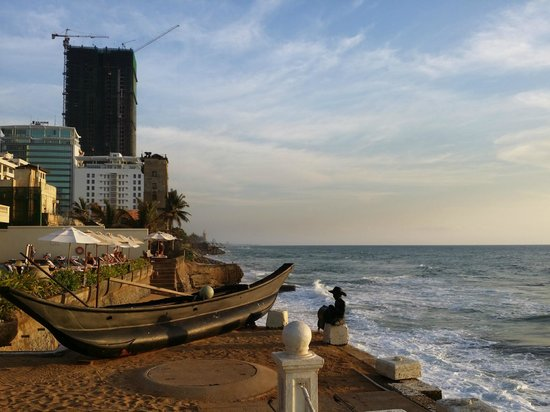 Galle Face Hotel Colombo : Sunset at Pool Area