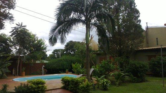 Cabanas RedeViac : hermoso patio con variedad de vegetacion