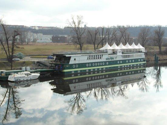 Greenyacht Hotel : Blick von der Brücke