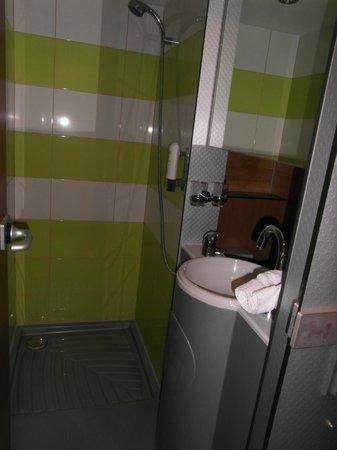 Greenyacht Hotel: Duschbereich