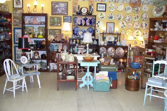 Bama Flea Mall & Antique Center: Dealer 650 Aisle D&4 corner booth