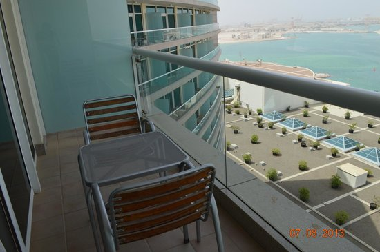 Beach Rotana: Balcony