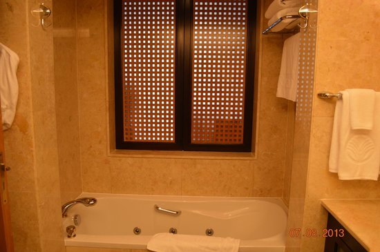 Beach Rotana - Abu Dhabi: Bathroom