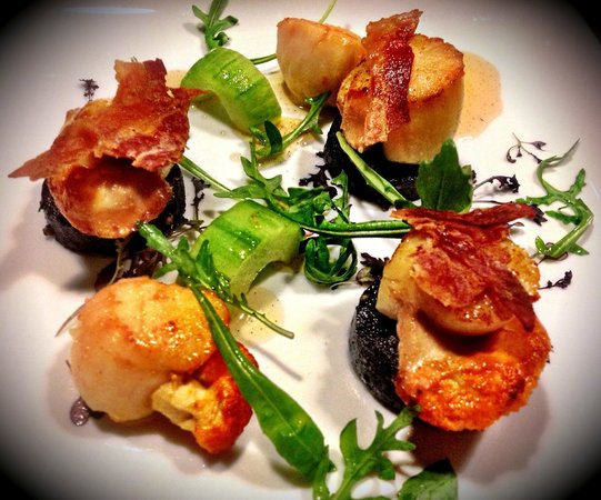 The Bronze Pig : Scallops & black pudding