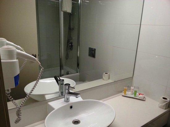 Hotel Prima Park: Bathroom