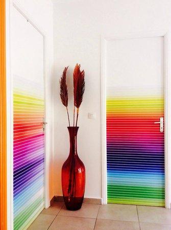 Harmonie Creole: le coloratissime porte delle stanze