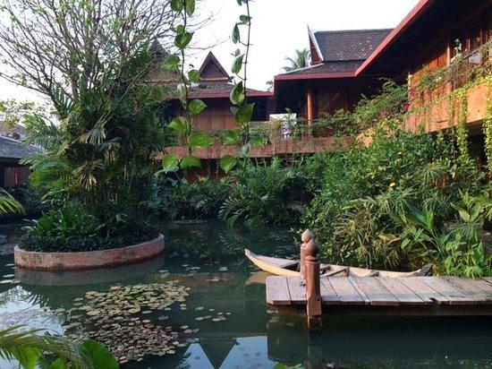 ... Khmer House Design. Angkor Village Hotel: Beautiful Ambient