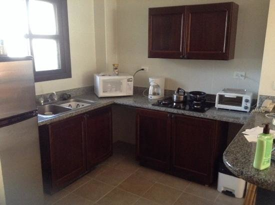 Tranquility Bay Antigua: kitchenette with working stove, eventually!!!