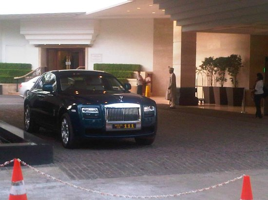 The Leela Mumbai: Silver Ghost at reception