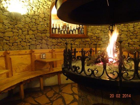 Hotel Ciria: Chimenea  junto a la cafeteria del hotel