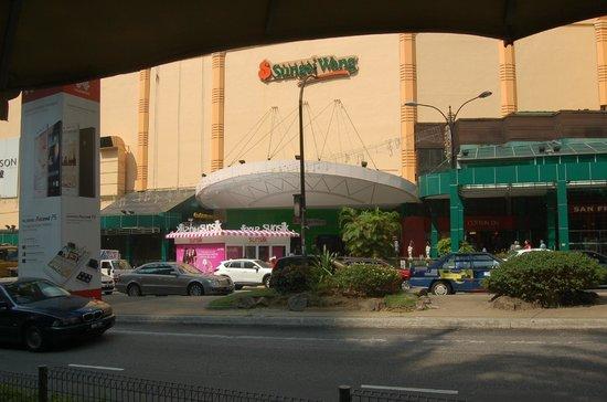 Sungei Wang Plaza: the outside