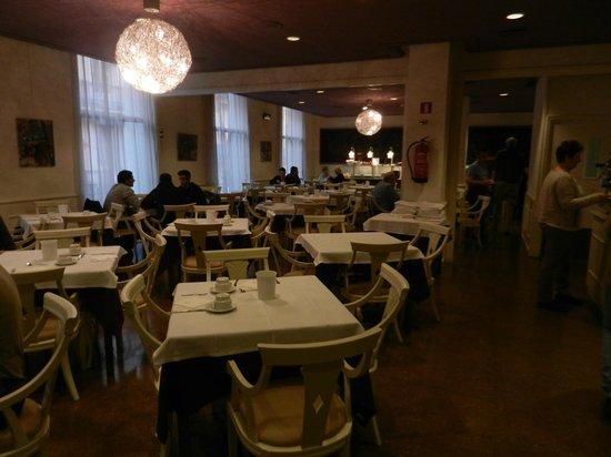 Hotel Gaudi: salle du petit dej