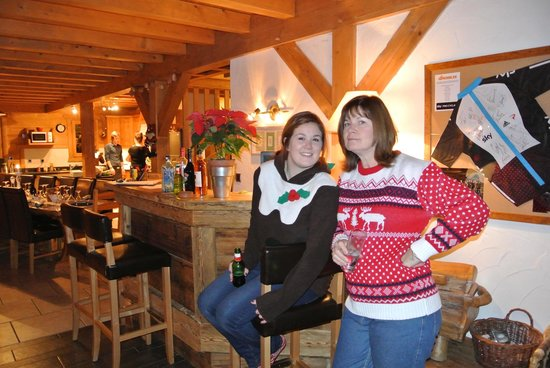 R&S - Chalet Guytaune: Bar and Dining Area