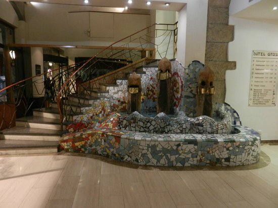 Hotel Gaudi: hall