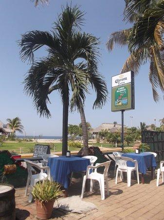 Cabo Blanco Bar : Terrasse idéale pour prendre un bon repas - 5 mars 2014.