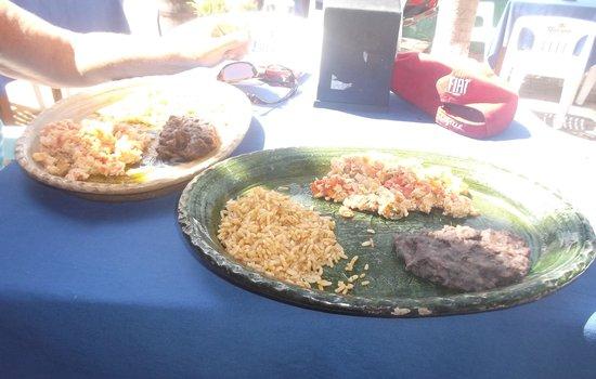 Cabo Blanco Bar : Petits déjeuners excellents à 35 pesos - 5 mars 2014.