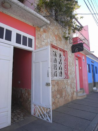 Casa OsmaryAlberto: Difficult to find from the street