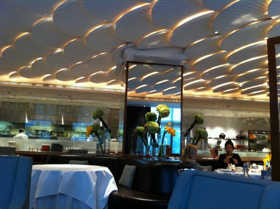 Mandarin Grill + Bar at Mandarin Oriental, Hong Kong: Interior