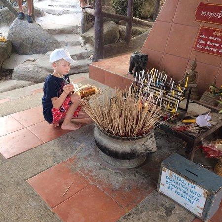 Grand Bouddha de Phuket : Rökelse