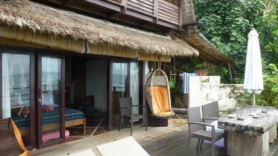 Le Sabot Bali / Beach Front Bungalows Padang Padang: the decking