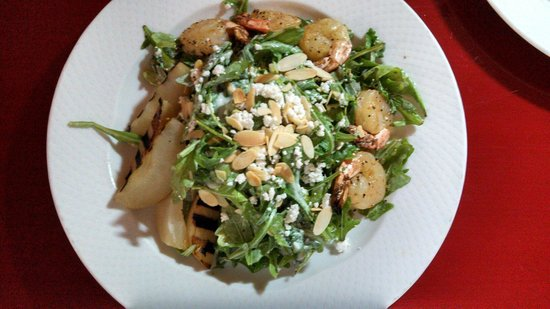 River Rock Casino Resort: Room service grilled pear and shrimp salad