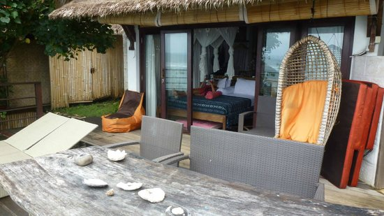 Le Sabot Bali / Beach Front Bungalows Padang Padang: the room taken from the decking