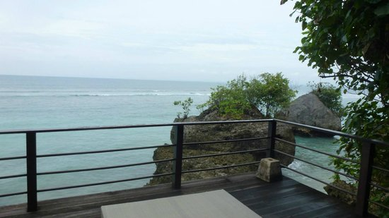 Le Sabot Bali / Beach Front Bungalows Padang Padang: View of the beach from the deck