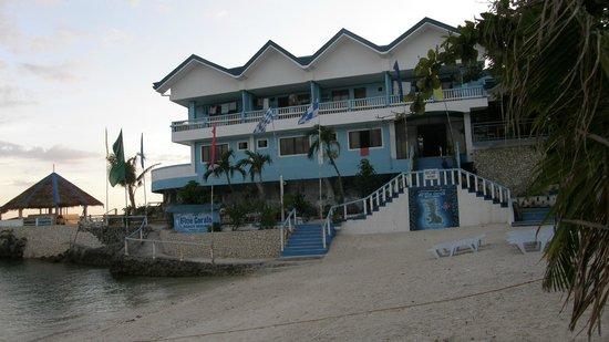 Blue Corals Beach Resort: l'hotel appena ristrutturato dopo il tifone