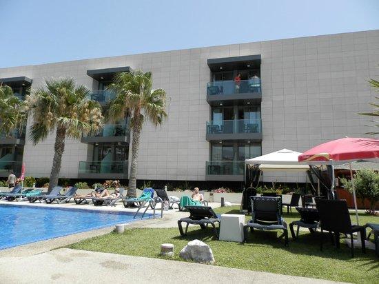 Golden Residence: espace piscine