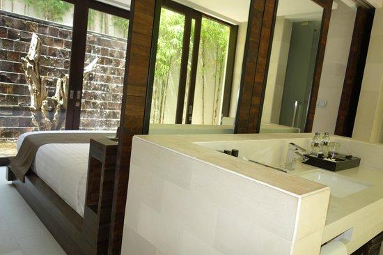 eqUILIBRIA SEMINYAK: view from bathroom to bedroom
