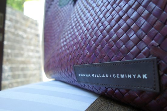 eqUILIBRIA SEMINYAK: women's bag for your use