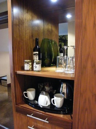 The Cheltenham Chase Hotel - A QHotel : They even leavyeyou wine, nuts and choclate raisins