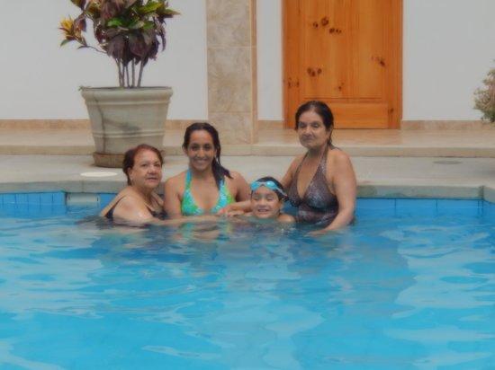 Hotel Las Flores : mi familia..
