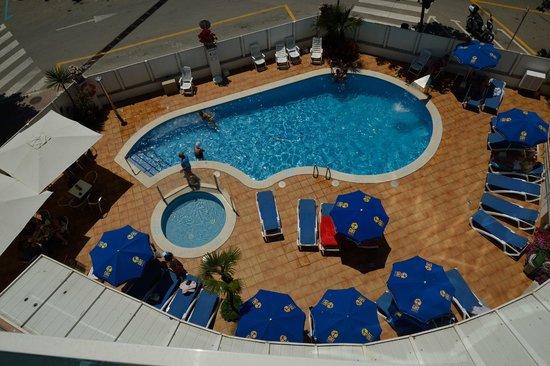 GHT Hotel Maritim: Бассейн во внутреннем дворике с номера