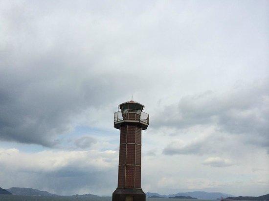 Takamatsuko Tamamo Breakwater Light: 赤灯台です。今日も高松の港の無事を祈ります。