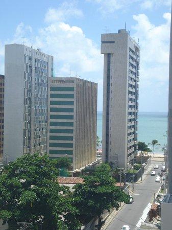 LG Inn Hotel: Vista da praia de Boa Viagem a partir da janela do apartamento.