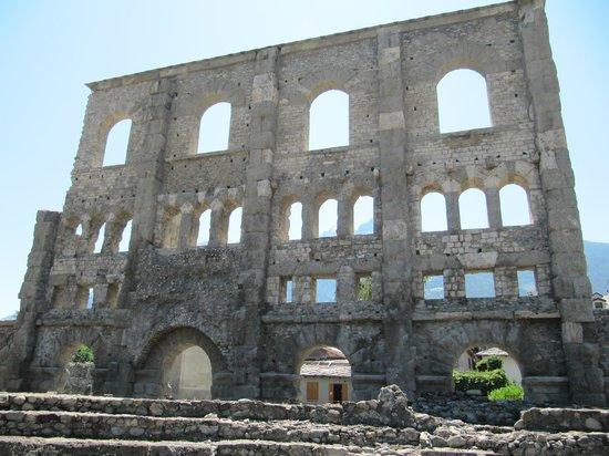 Teatro Romano: развалины