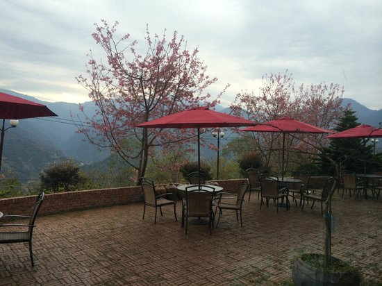 Yunwulou B&B: outdoor dining