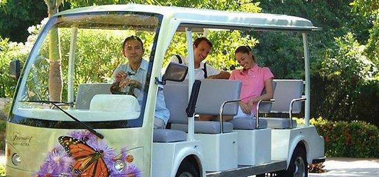 Fairmont Mayakoba: Golf cart transportation