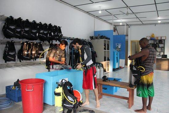 Maafushi Dive & Water Sports: Dive Center Maafushi.