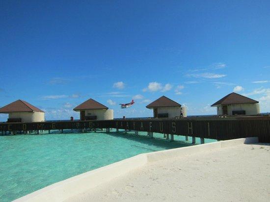 VOI Maayafushi Resort: ovewaters