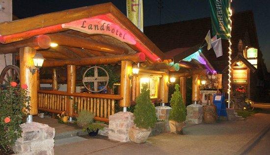 Hotel Engel: Eingang zum Restaurant Alte Scheune