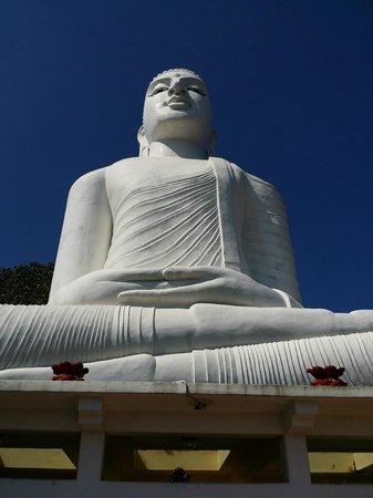 Bahiravokanda Vihara Buddha Statue: Close-up