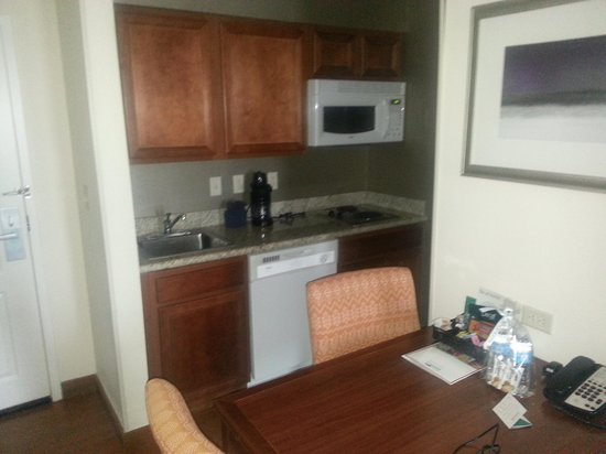 Homewood Suites by Hilton Houston-Stafford : In room kitchen