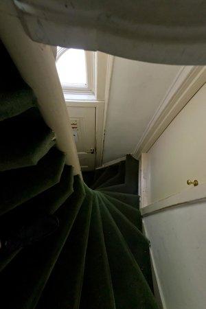 The Veteran: лестница из номера